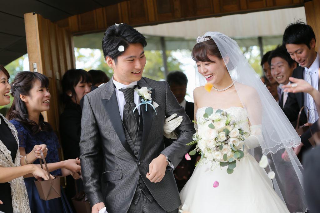a8499431e9311 店内はアンティーク調で、毎回行くたびにお姫様になった気分になれました(笑)私が福茂さんで衣裳を選んだ理由は、とても繊細な美しさのウェディングドレスに 一目ぼれ ...